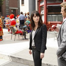 Simon Baker e Robin Tunney nell'episodio 18-5-4 di The Mentalist