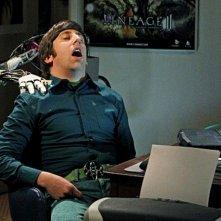 Simon Helberg nell'episodio The Robotic Manipulation di The Big Bang Theory
