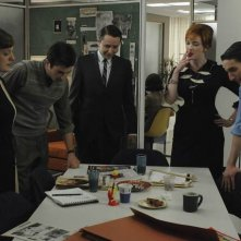 Una scena dell'episodio The Chrysanthemum and the Sword di Mad Men