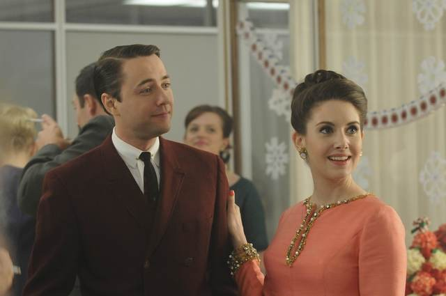Vincent Kartheiser Ed Alison Brie Nell Episodio Christmas Comes But Once A Year Di Mad Men 172710