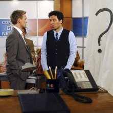 Neil Patrick Harris e Josh Radnor in una scena dell'episodio Zoo or False di How I Met Your Mother