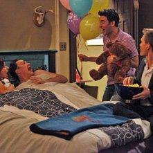 Neil Patrick Harris, Josh Radnor, Jason Segel ed Alyson Hannigan in una scena dell'episodio Doppelgangers di How I Met Your Mothers