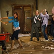 Una scena di gruppo dell'episodio Home Wreckers di How I Met Your Mother