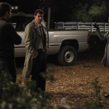 Cameron Bender, Emily Deschanel e David Boreanaz nell'episodio The Dentist in the Ditch di Bones