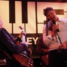 David Boreanaz ed Emily Deschanel si esibiscono nell'episodio The Rocker in the Rinse Cycle di Bones