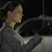 Emily Deschanel nell'episodio The Dentist in the Ditch di Bones