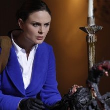 Emily Deschanel nell'episodio The Devil in the Details di Bones