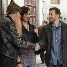 La guest star Billy F. Gibbons con TJ Thyne e Michaela Conlin nell'episodio The Witch in the Wardrobe di Bones