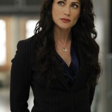 La guest star Rena Sofer nell'episodio The Predator in the Pool di Bones