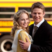 Miss Mystic Falls (Candice Accola) e Zach Roerig nell'episodio Il giorno dei fondatori di The Vampire Diaries