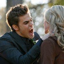 Paul Wesley aggredisce Spencer Locke in una scena dell'episodio Miss Mystic Falls di Vampire Diaries