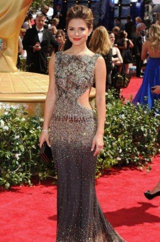 Maria Menounos durante la sfilata sul red carpet degli Emmy 2010