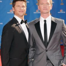 Neil Patrick Harris e David Burtka sul red carpet degli Emmy 2010