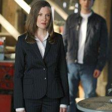 Annette O'Toole con alle spalle Tom Welling nell'episodio La regina rossa di Smallville