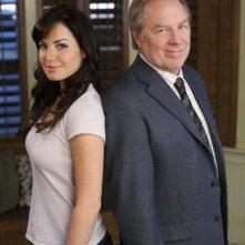Erica Durance e Michael McKean in una foto promo dell'episodio La regina rossa di Smallville