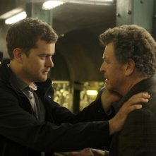 Joshua Jackson e John Noble in una scena dell'episodio The Box di Fringe