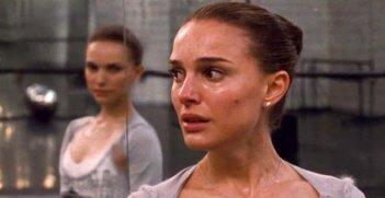 Natalie Portman in una sequenza drammatica di Black Swan
