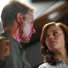 Oliver (Justin Hartley) e Tess (Cassidy Freeman) faccia a faccia nell'episodio La regina rossa di Smallville