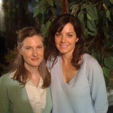 Smallville: Annette O'Toole ed Erica Durance sul set dell'episodio La regina rossa