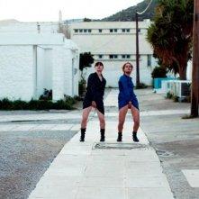 Una trasgressiva scena di Attenberg, di Athina Rachel Tsangari