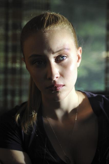 Sarah Gadon In Una Scena Dell Episodio Polly Wants A Crack At Her Di Happy Town 173868