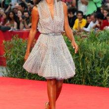 Una splendida Rula Jebreal, autrice di Miral, sul red carpet di Venezia 2010