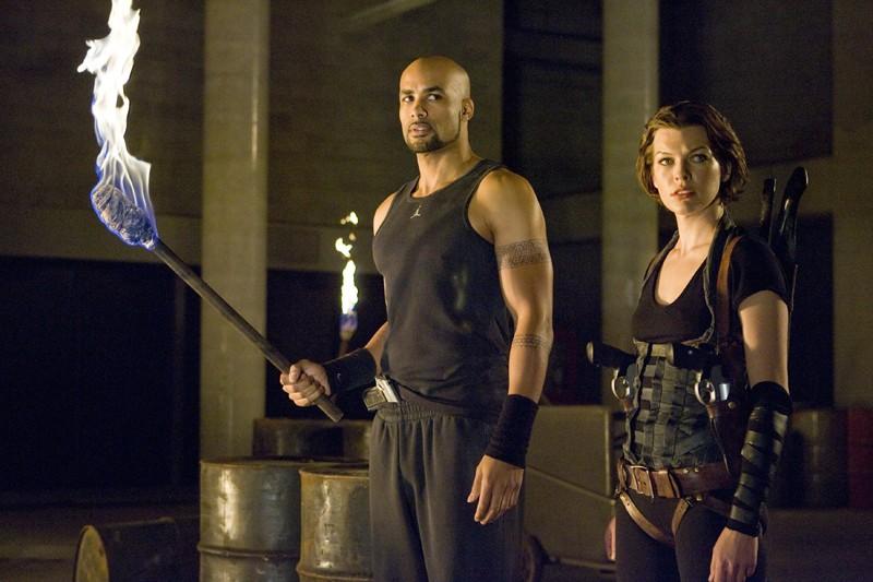 Luthor Boris Kodjoe E Alice Milla Jovovich In Una Sequenza Del Film Resident Evil Afterlife 173984