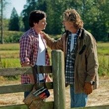 Smallville: Clark (Tom Welling) e il padre Jonathan (John Schneider) nell'episodio Lazarus