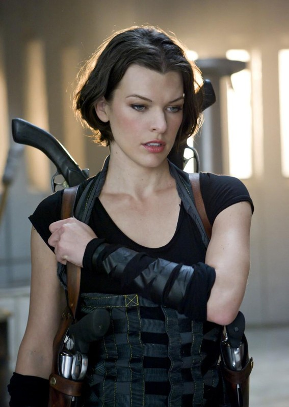 Alice Milla Jovovich In Un Momento Di Pausa Nel Film Resident Evil Afterlife 174159