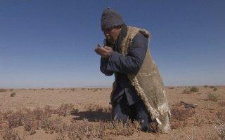 Un'altra scena dal cinese La fosse (The Ditch), film a sorpresa di Venezia 2010