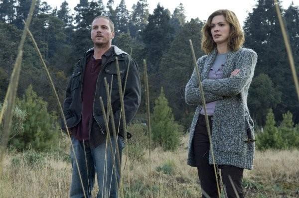 Jason Wiles E Daisy Betts In Una Scena Della Serie Persone Sconosciute Persons Unknown 174254