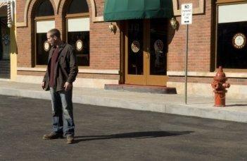 Jason Wiles in una scena della serie Persone sconosciute (Persons Unknown)