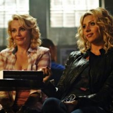 Gail O'Grady ed Alyson Michalka nell'episodio I Say A Little Prayer della serie Hellcats