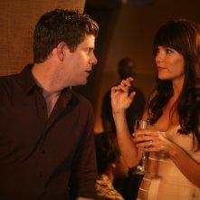 Stephen Rannazzisi e Katie Aselton in una scena della premiere della stagione 2 di The League