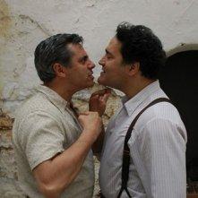 Dino Abbrescia e Totò Onnis in una scena di UERRA