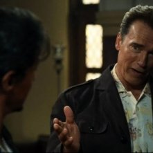 Sylvester Stallone e Arnold Schwarzenegger in una scena di The Expendables