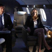 Casey (Adam Baldwin) e Sarah (Yvonne Strahovski) in aereo nell'episodio Chuck Versus the Anniversary