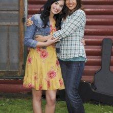Demi Lovato e Maria Canals-Barrera in una immagine promozionale di Camp Rock 2
