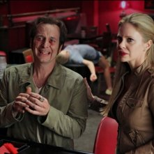Denis O'Hare e Kristin Bauer nell'episodio Fresh Blood di True Blood