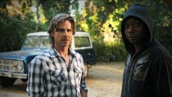 Sam Trammell e Nelsan Ellis nell'episodio Evil Is Going On di True Blood