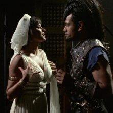Jay Laga\'aia con Lucy Lawless nell\'episodio Xena e il figlio di Cupido