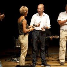 Donato Carrisi vincitore del Premio di Letteratura Gialla di Camaiore. Premiato da Maria Vecoli.