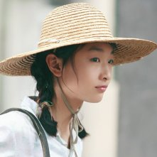 Profilo dell'attrice Zhou Dongyu dal film The Love of the Hawthorn Tree
