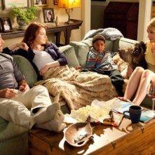 Stanley Tucci, Emma Stone, Bryce Clyde Jenkins e Patricia Clarkson nel film Easy A