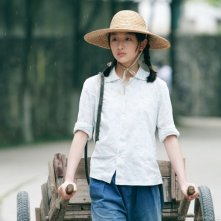Zhou Dongyu in una prima immagine del film The Love of the Hawthorn Tree