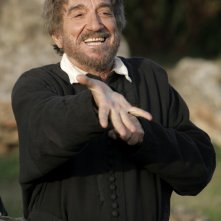 Gigi Proietti è San Filippo Neri nella fiction Rai Preferisco il Paradiso