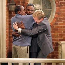 Ben Vereen, Neil Patrick Harris e Wayne Brady nell'episodio Cleaning House di How I Met Your Mother