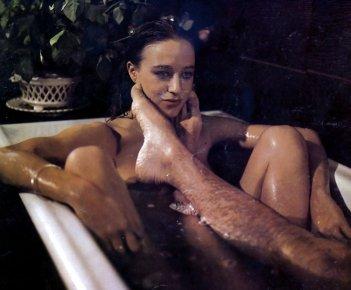 Eleonora Giorgi in una scena del film Disposta a tutto