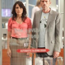 Hugh Laurie e Lisa Edelstein in una scena dell'episodio Selfish di Dr House