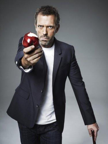 Hugh Laurie posa per una foto promozionale della stagione 7 di Dr House